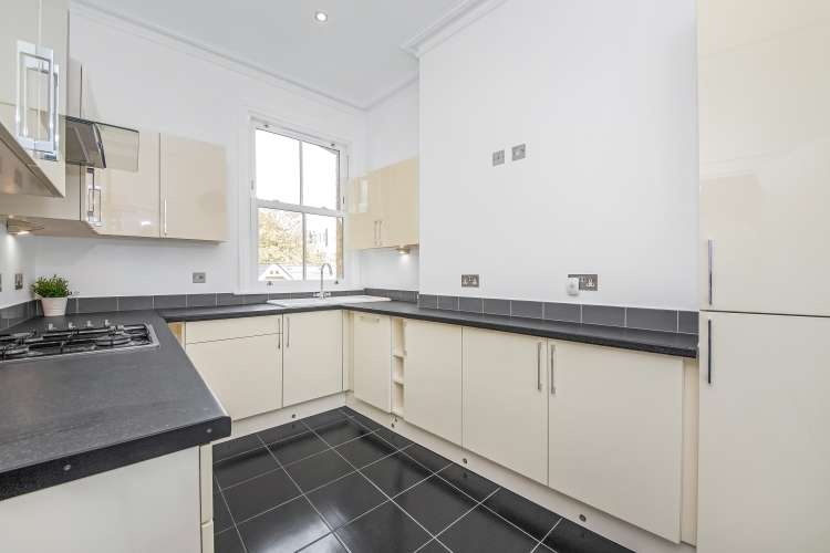 4 Bedrooms Flat for rent in Lee Road Blackheath SE3