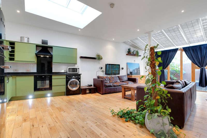 2 Bedrooms Flat for rent in Gillespie Road, N5 1LH