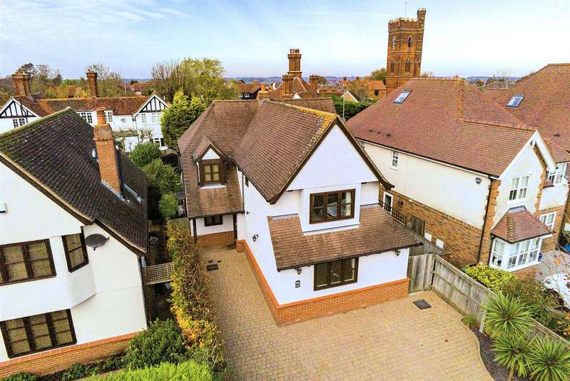 4 Bedrooms Detached House for sale in Hemnall Street, Epping