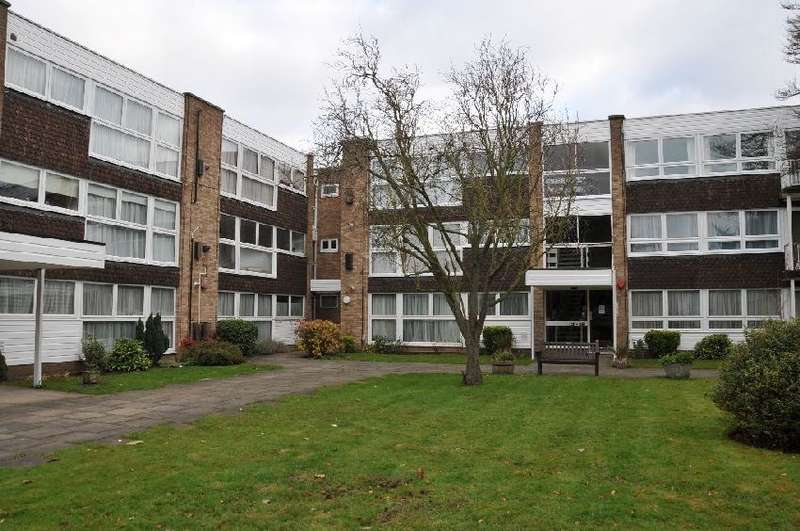 2 Bedrooms Flat for rent in Foxgrove, Southgate, N14