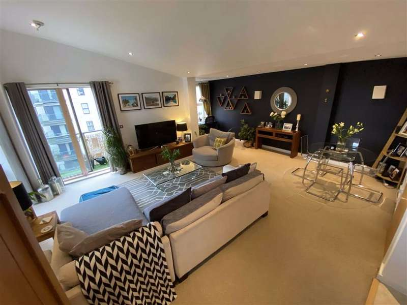 2 Bedrooms Penthouse Flat for sale in Barton Place, 3 Hornbeam Way, Green Quarter