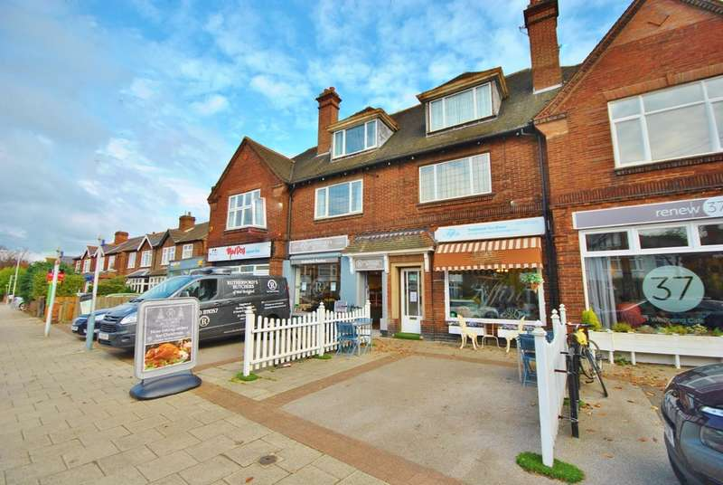 2 Bedrooms Flat for rent in Abbey Road, West Bridgford, NG2 5NG