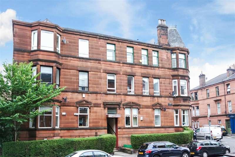 3 Bedrooms Flat for rent in Langside Place, Battlefield, Glasgow