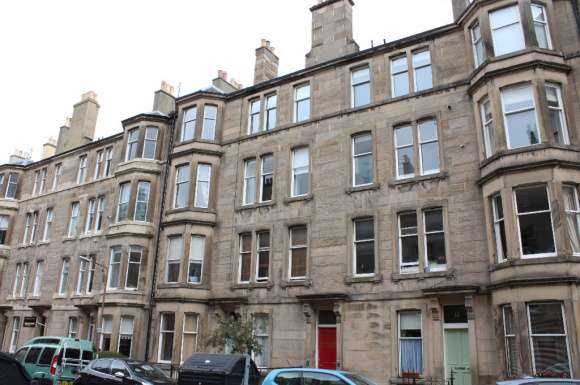 2 Bedrooms Flat for rent in Comely Bank Place, Comely Bank, Edinburgh, EH4