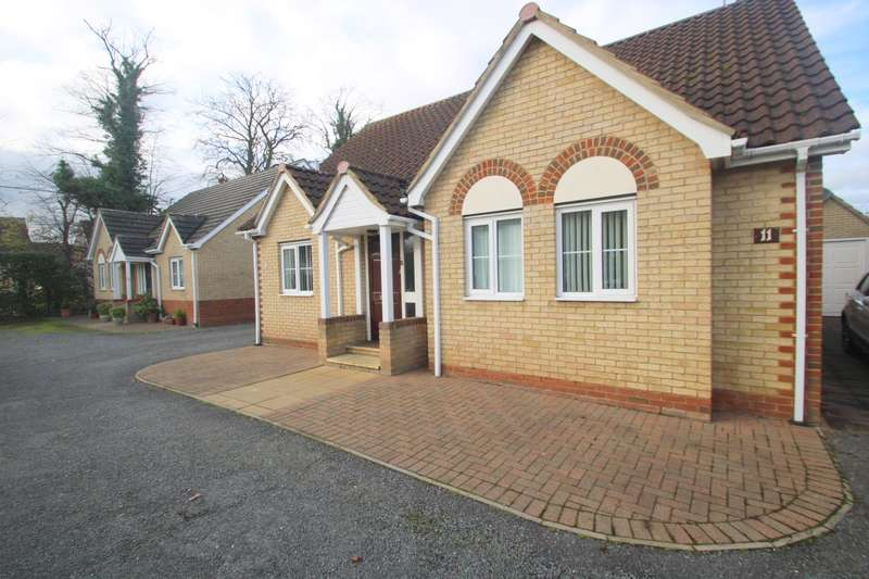 3 Bedrooms Detached Bungalow for sale in Grove Road, Tiptree