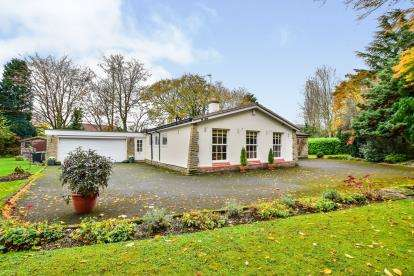 3 Bedrooms Detached House for sale in Ashtree Close, Prestbury, Cheshire, Uk