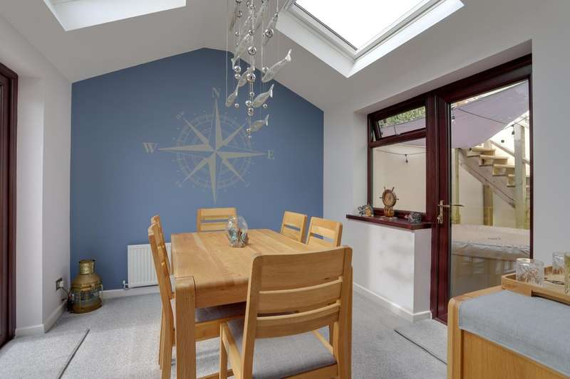 3 Bedrooms Detached House for sale in Valley Close, Teignmouth