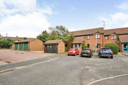 2 Bedrooms Flat for sale in Grays, West Thurrock, Essex