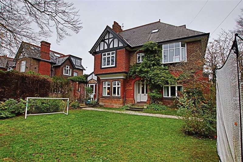 6 Bedrooms Detached House for rent in Park Road, Timperley, Altrincham