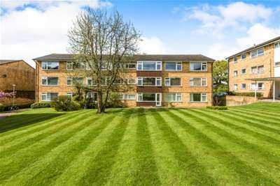 3 Bedrooms Flat for rent in Boxgrove Road, Guildford