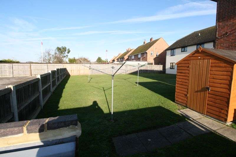 2 Bedrooms Property for rent in Hill House Court, Chapel Road, Brightlingsea