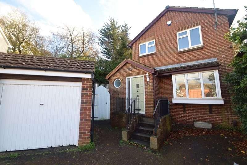 3 Bedrooms Detached House for sale in Aldington Close, Walderslade, Chatham, ME5