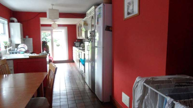 4 Bedrooms House for rent in East Road, Stratford