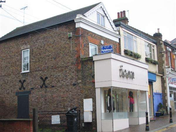 Property for rent in QUEENS ROAD, Buckhurst Hill, Buckhurst Hill, Essex, IG9 5BY