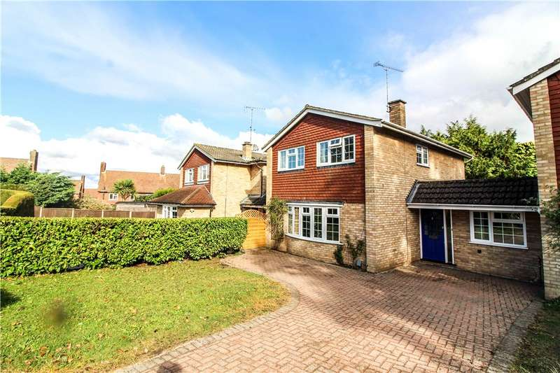 4 Bedrooms Detached House for sale in Glenhurst Close, Hawley, Camberley, Surrey, GU17