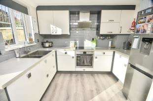3 Bedrooms End Of Terrace House for sale in Bradbridge Green, Singleton, Ashford, Kent