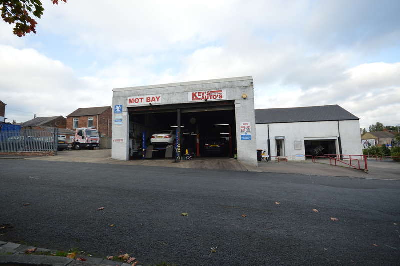 2 Bedrooms Commercial Property for sale in Garage, Workshop & House, Hutton Terrace, Willington, Crook