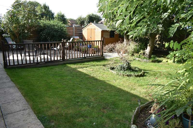 2 Bedrooms Bungalow for sale in Thistle Downs, Northway, Tewkesbury, GL20