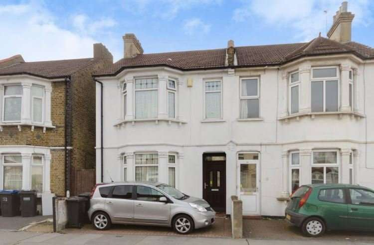 3 Bedrooms Semi Detached House for sale in Elmwood Road, Croydon