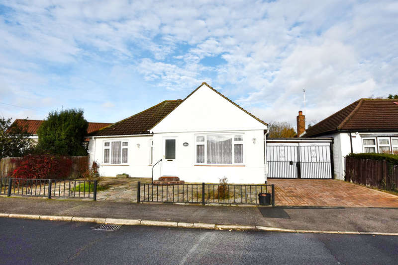 3 Bedrooms Detached Bungalow for sale in Elm Avenue, Oxhey, Watford