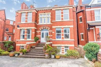 3 Bedrooms Flat for rent in Leyland Road, Southport, PR9 0JL