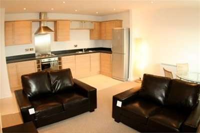 2 Bedrooms Flat for rent in Bryers Court, Grand Central, WA2 7TJ