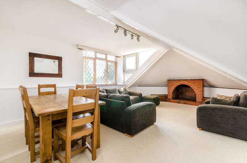 2 Bedrooms Flat for rent in Beulah Hill, SE19, Upper Norwood, SE19