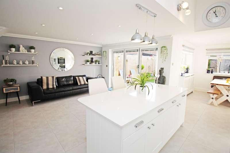 2 Bedrooms Semi Detached House for sale in Eastbourne Avenue, Stevenage, SG1 2EX
