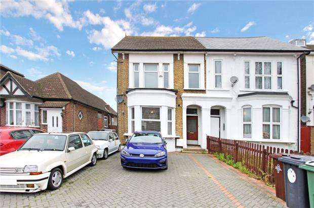 2 Bedrooms Apartment Flat for sale in Hainault Road, Leytonstone, London