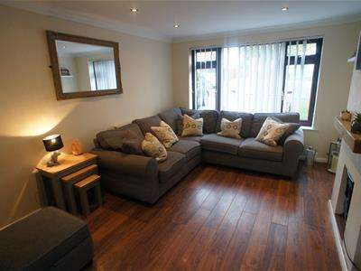 3 Bedrooms Semi Detached House for sale in Mason Way, Waltham Abbey