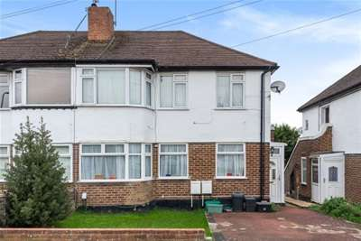 2 Bedrooms Maisonette Flat for rent in Barnesdale Crescent, Poverest, BR5