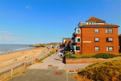 2 Bedrooms Flat for rent in Rowena Court Westgate-On - Sea