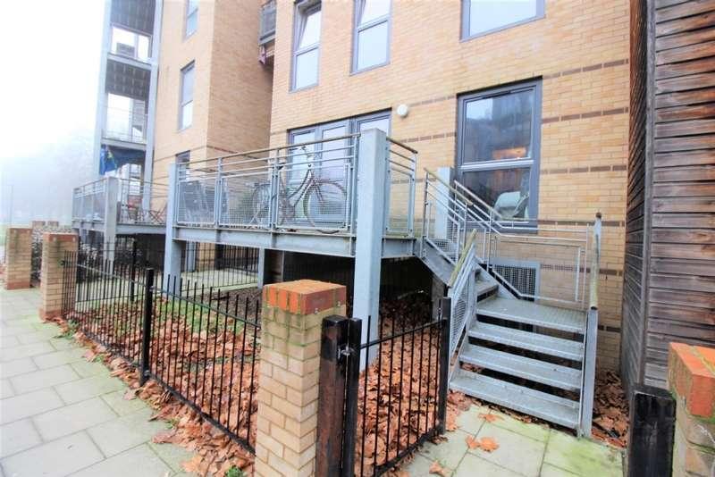 3 Bedrooms Flat for rent in Harry Zeital Way, Upper Clapton, E5