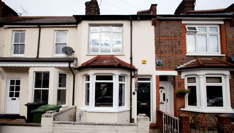 3 Bedrooms Terraced House for sale in Diamond Road, Watford