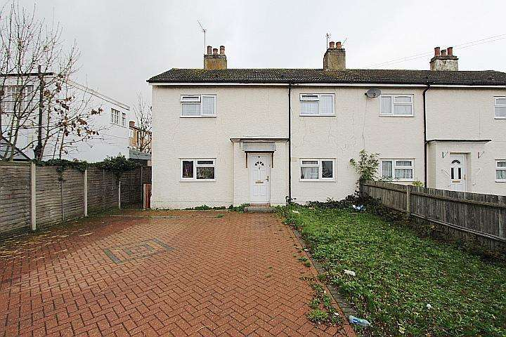 2 Bedrooms Flat for rent in Pole Hill Road, Hillingdon, Middlesex, UB10 0PZ