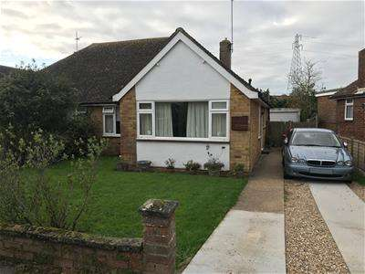 3 Bedrooms Semi Detached Bungalow for rent in Dover Road, Polegate