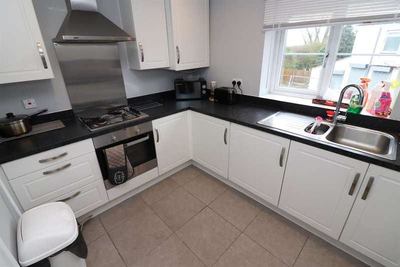 2 Bedrooms Flat for rent in Beaumont Rise, Bolton, BL3 4FT