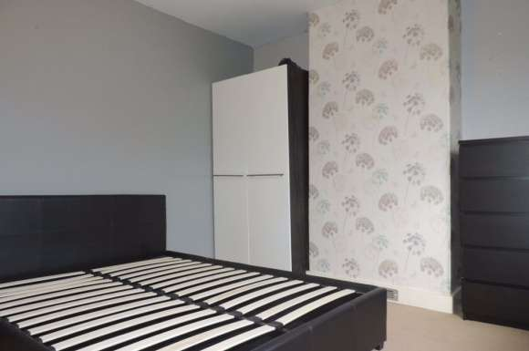 4 Bedrooms Property for rent in Manor Rd