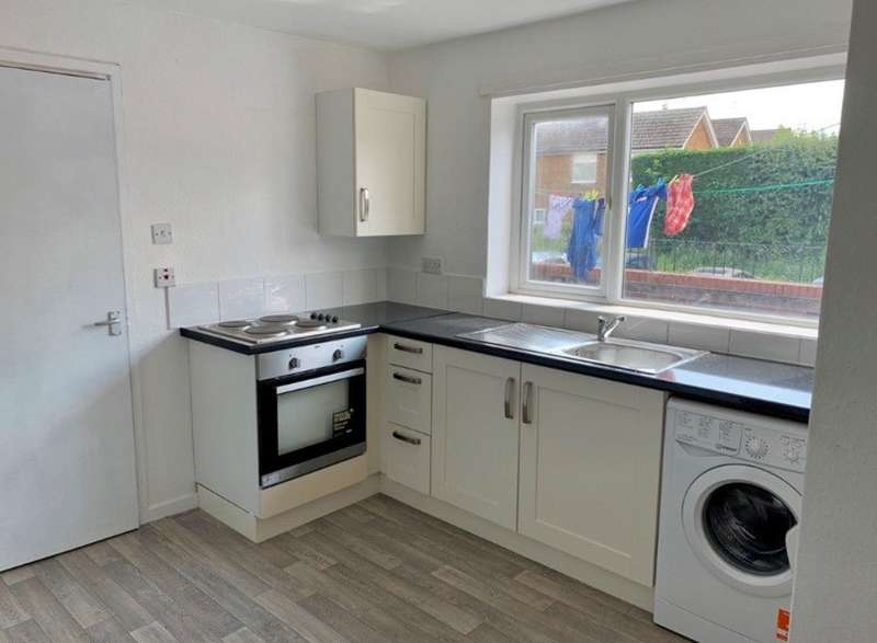 2 Bedrooms Flat for rent in Main Street, East Leake