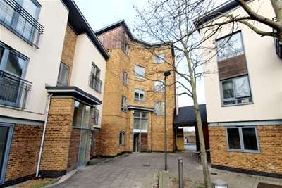 3 Bedrooms Flat for rent in Ballantyne Drive, Colchester