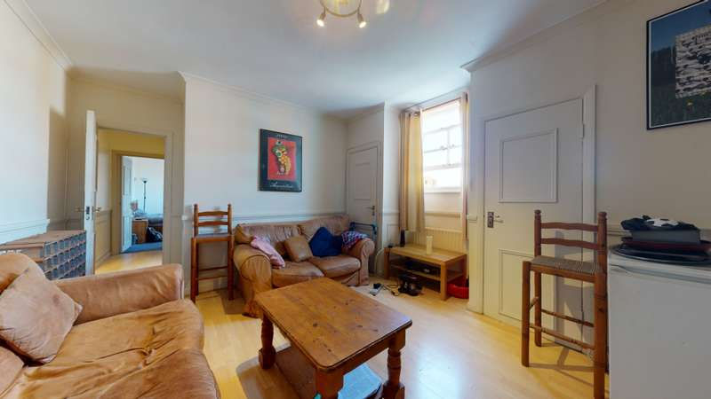 3 Bedrooms Flat for rent in Balham Hill, SW12