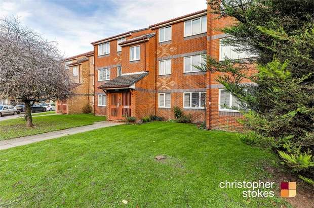 2 Bedrooms Flat for sale in Redwell Court, Eleanor Way, Waltham Cross, Hertfordshire