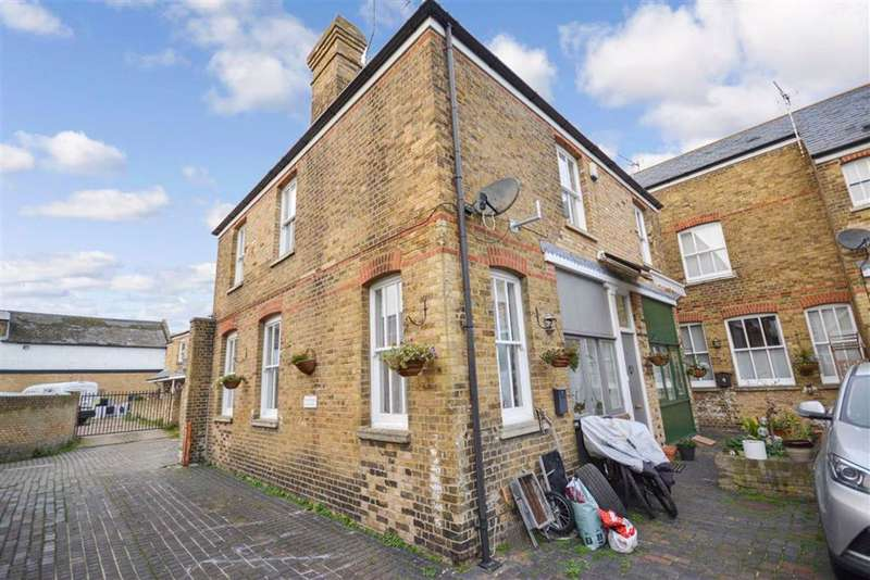 3 Bedrooms End Of Terrace House for sale in Jacksons Stables, Westgate-On-Sea, Kent