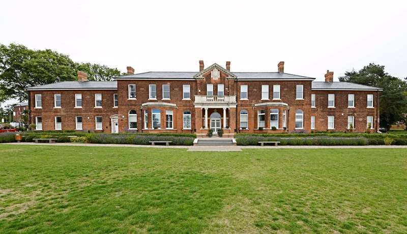3 Bedrooms Flat for rent in Charles Sevright Way, Mill Hill East, London, NW7