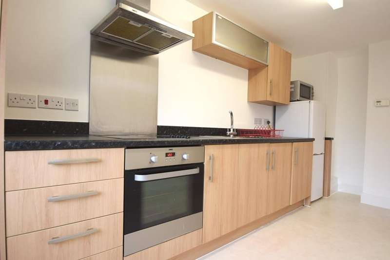 2 Bedrooms Apartment Flat for rent in Portal Close, Uxbridge, UB10