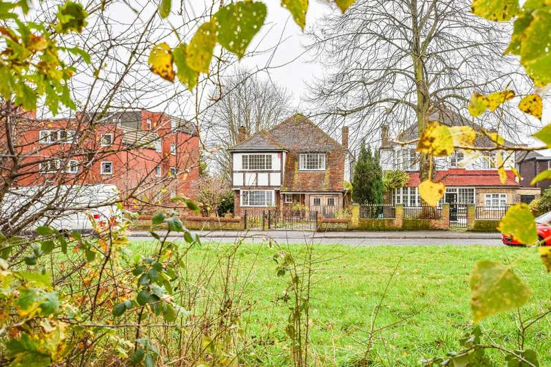 5 Bedrooms Detached House for sale in Broomhill Walk, Woodford Green