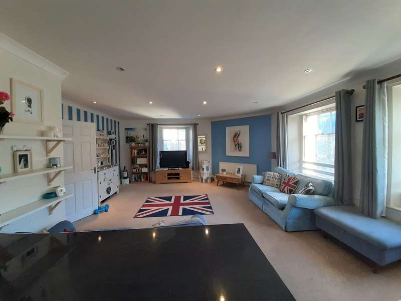 2 Bedrooms Flat for rent in Duke Street, Tavistock