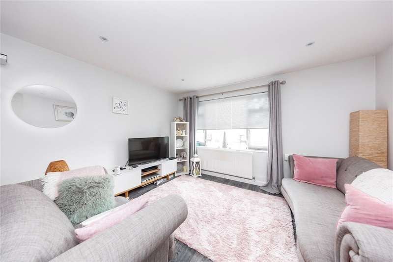 2 Bedrooms Apartment Flat for sale in Haig Court, Chelmsford, CM2