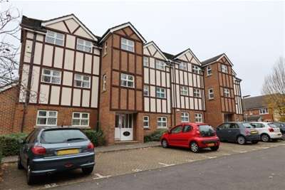 2 Bedrooms Flat for rent in Knaphill