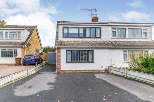 3 Bedrooms Semi Detached House for sale in Coppice Road, Chatham, Kent, Uk
